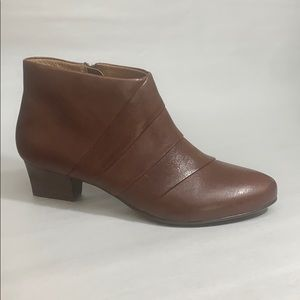 Sofft-Women's •Racheal• Bootie - Cognac Leather